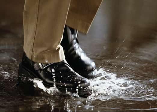 Чем обработать обувь, чтобы не промокала - народные средства