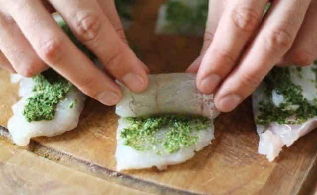 Котлеты из судака - сворачиваем филе рыбы в рулетики