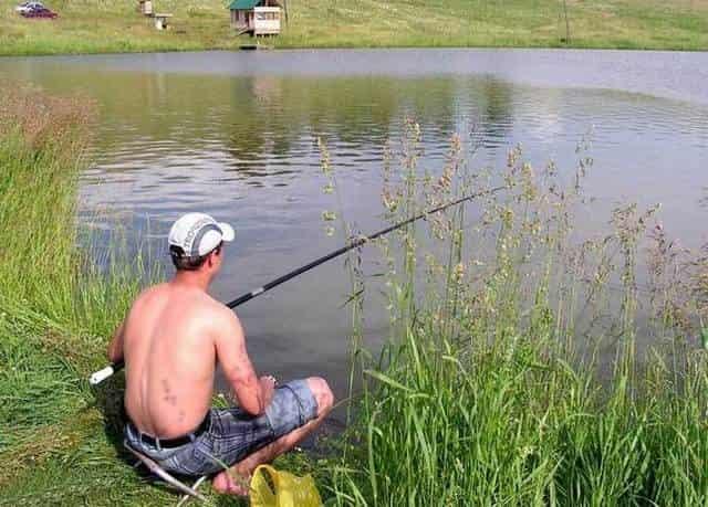 В нерест разрешается ловить рыбу на одну удочку и на один крючок