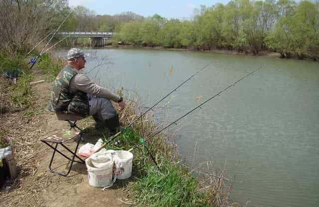 Старый способ ловли рыбы на пуговицу