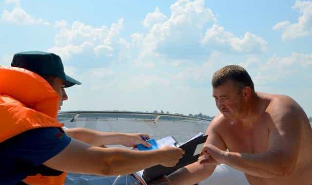 Штраф за отсутствие и неодетый жилет в лодке на водоёме