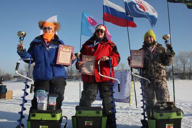 Женщины рыболовы победители соревнований по рыбалке