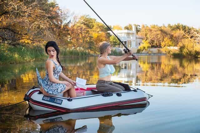Женщина в лодке