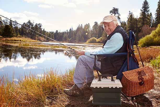 Дедушка - заядлый рыбак