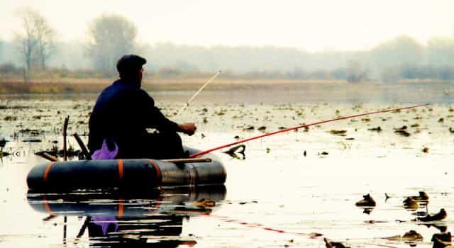 Ловля рыбы с резиновой лодки ПВХ