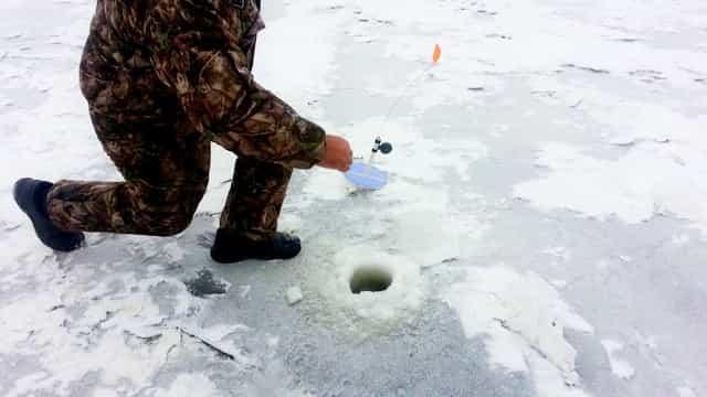 Ловля щуки наперегонки на жерлицы зимой - кто кого - щука или рыбак