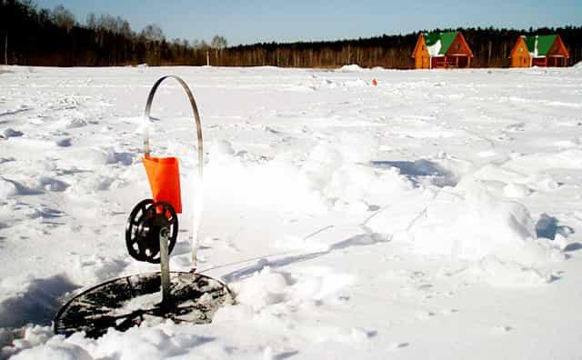 Ловля щуки зимой на жерлицы - сработал флажок