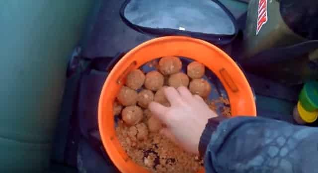 Рабочая хлебная прикормка для ловли рыбы на фидер или на поплавок