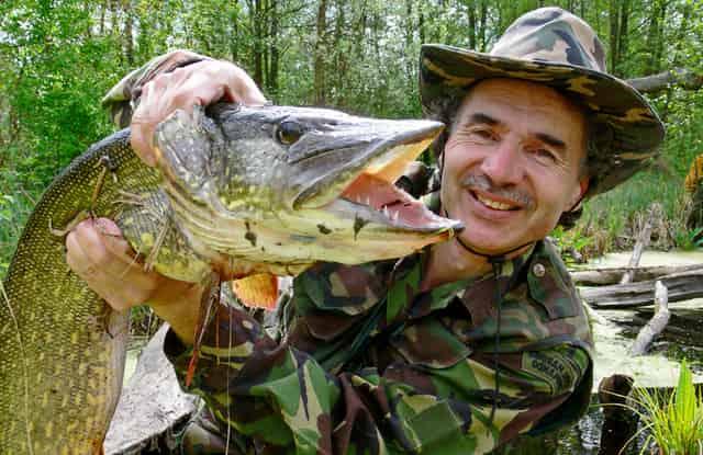 С Днём рыбака