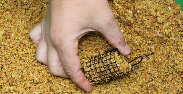 Жареные молотые семечки - мощная добавка к любой прикормке на рыбалке