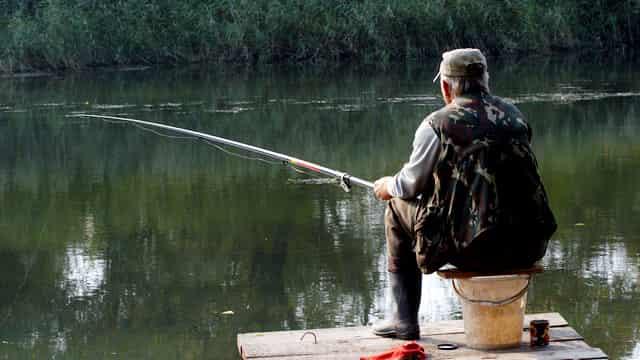 Дед любил на тесто ловить белую мирную рыбу