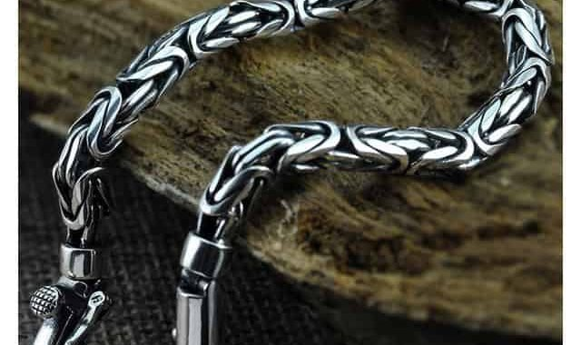 Уронил в воду серебряный браслет на рыбалке - дар водоёму (или водяному) от рыбака
