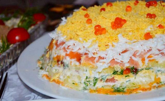 Вкусный слоеный салат с горбушей