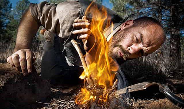 Простой деревенский способ добыть огонь без спичек в лесу с помощью крапивы
