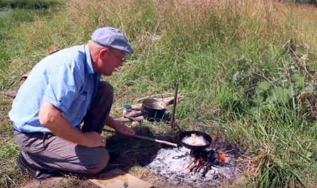 Полезная штука для рыбаков и охотников, чтобы на костре готовить еду