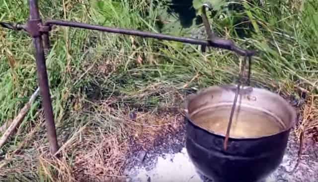 Таганок для костра для приготовления пищи