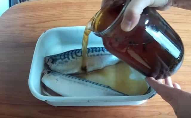Залить скумбрию маринадом