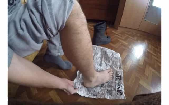 Газетка, чтобы не замёрзнуть ногам на зимней рыбалке