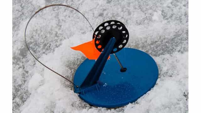 """Есть эффективный способ, чтобы на зимней рыбалке """"жерлицы"""" на ночь не замерзали"""