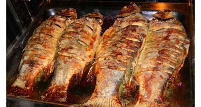 Вкусные жареные караси