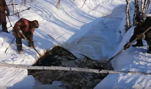 Древний хитрый способ добычи рыбы у народов Севера