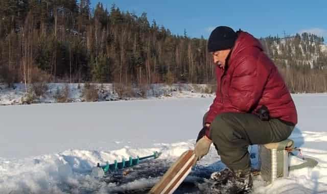 """""""Финская доска"""" своими руками для того, чтобы протянуть сети и перемёт подо льдом"""