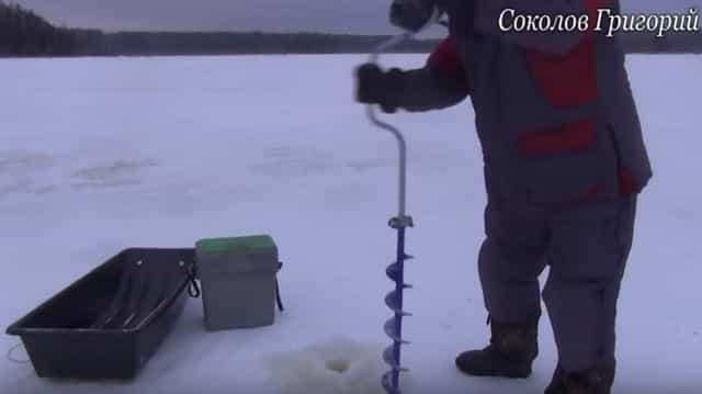 Острые ножи на ледобуре отлично режут лёд