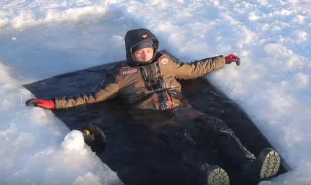 Тест рыбацких зимних костюмов подо льдом в 20-ти градусный мороз