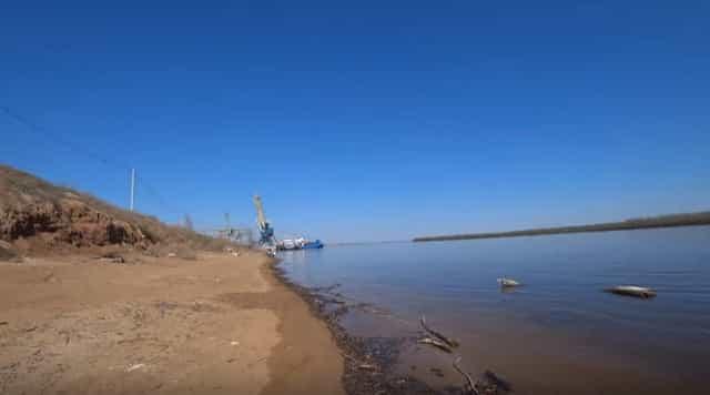 Пусте берега на просторах Волги в Астрахани