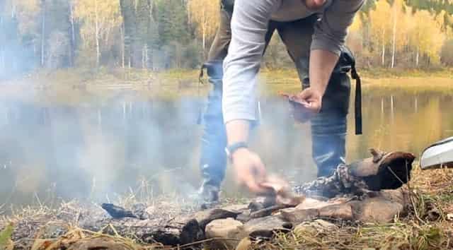 Рыба приготовленная на камне в походных условиях
